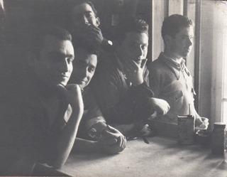 Eugénio Silva e alguns colegas no interior da Litografia Amorim (ca. 1954)